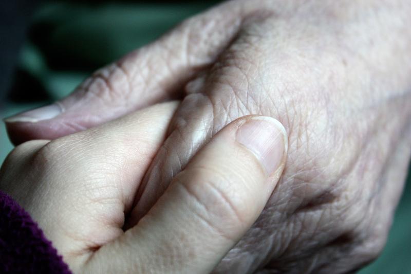 Hände jung und alt
